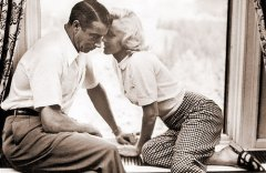 Baseball great Joe DiMaggio with Marilyn Monroe
